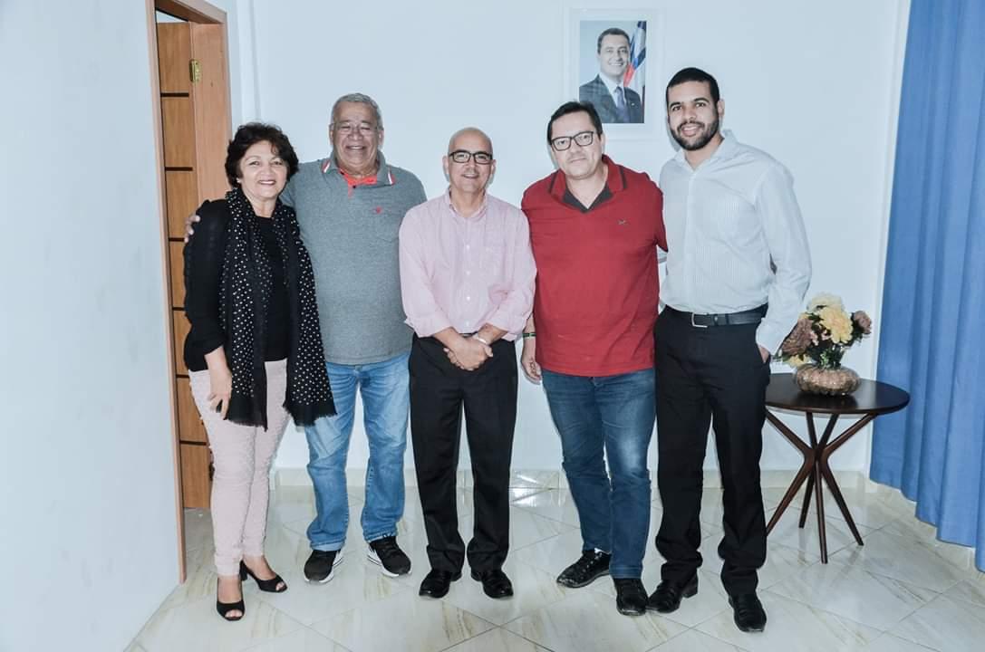 Equipe do INSS, Prefeito Milton Cerqueira e representantes do município de Almadina e Luciano Veiga da Amurc.jpeg