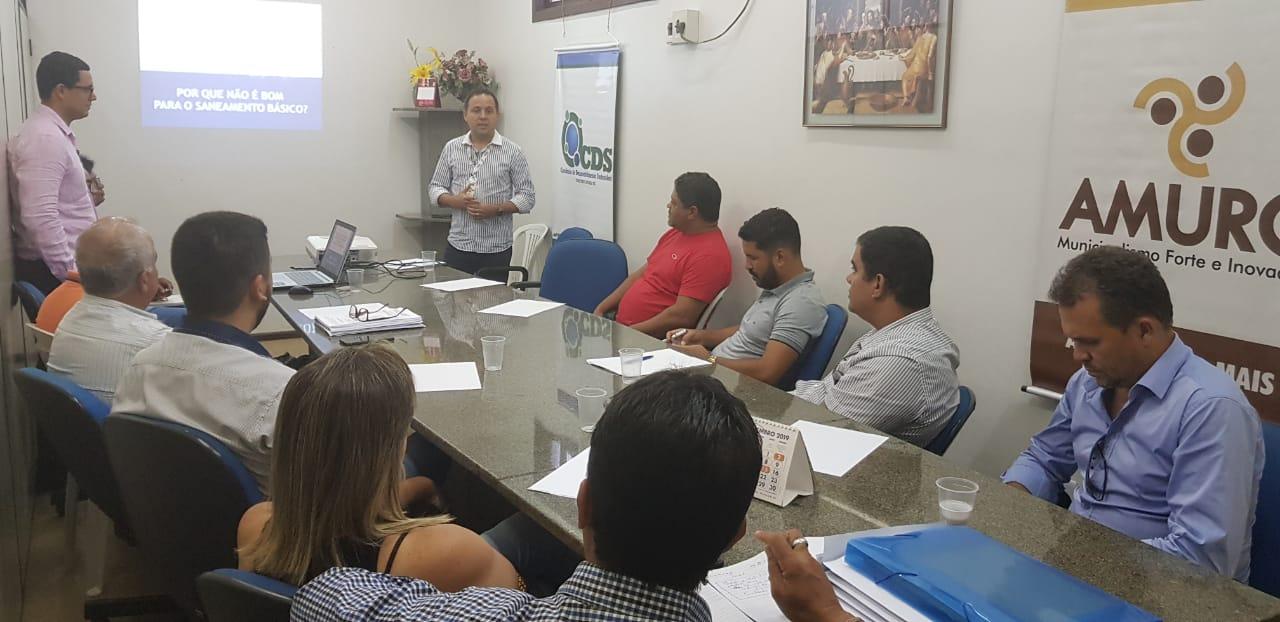 Reunião entre representantes da Embasa, Amurc e secretários municipais (1).jpeg
